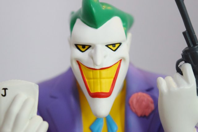 Batman: The Animated Series Resin Joker Bust REVIEW